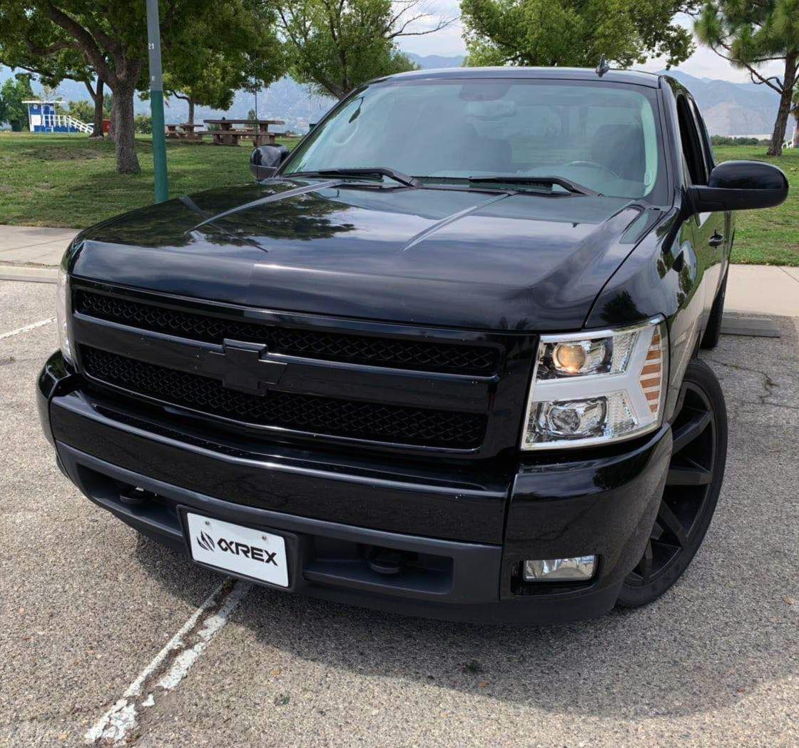 Installed Picture 2007 2008 2009 2010 2011 2012 2013 Chevrolet Silverado PRO-Series Projector Headlights
