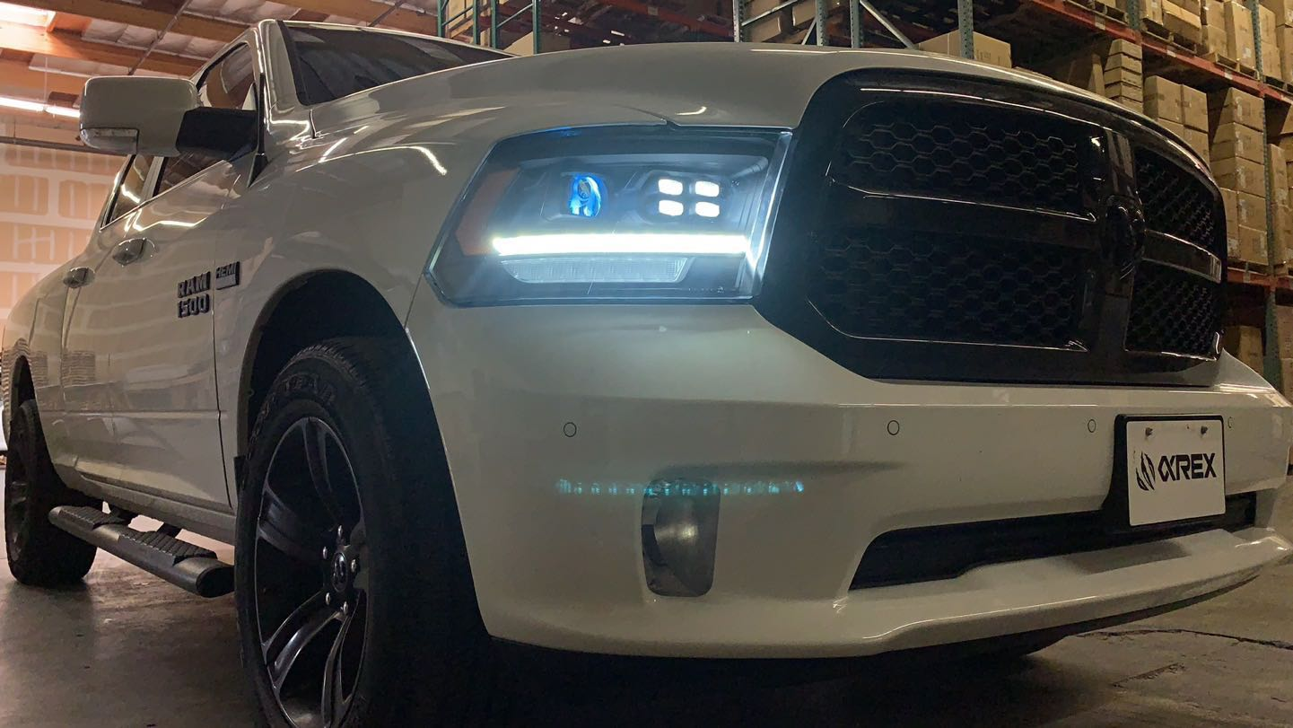 09-18 Ram Truck LUXX-Series (5th Gen 2500 Style) Projector Headlights