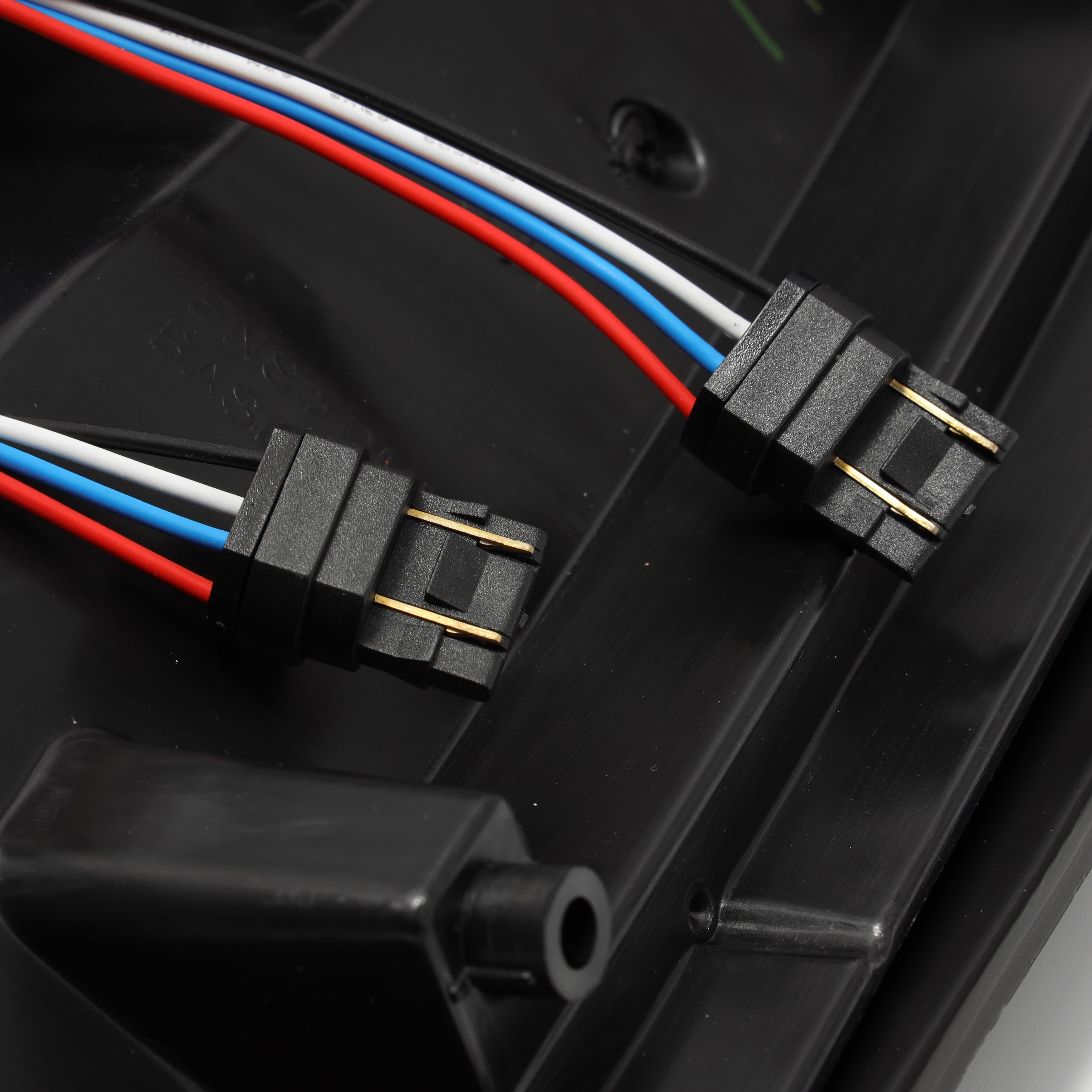 2014 2015 2016 2017 2018 Chevrolet Silverado 1500/2500HD/3500HD / GMC Sierra 3500HD Dually PRO-Series LED Tail Lights Red Smoke